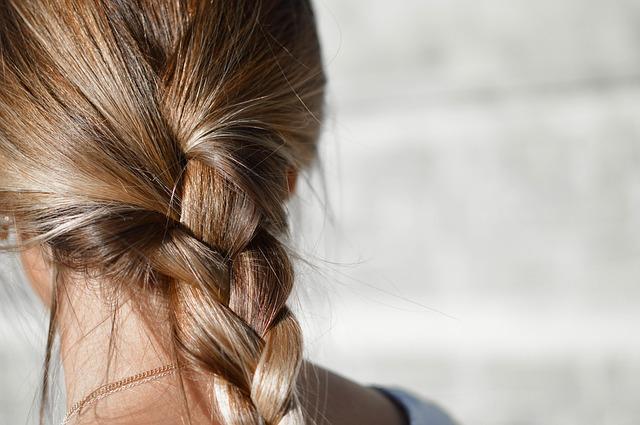 たった一度で劇的につや髪になるRESALON!おすすめストレートアイロンがある!